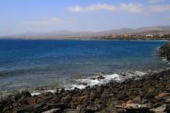 著名盐水湖在Caleta del Fuste,费埃特文图拉岛 免版税库存图片