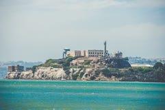 著名监狱Alcatraz的看法从码头39,旧金山,加利福尼亚,美国的 库存图片