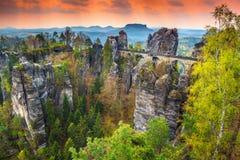 著名石桥梁在德国,撒克逊人的瑞士,欧洲命名了Bastei 免版税库存照片