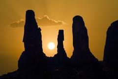 著名砂岩岩石告诉了三个姐妹在纪念碑VA的小山 免版税库存图片