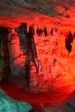 著名红色的特写镜头在Oudtshoorn照亮了Cango洞,一点南部非洲的干旱台地高原在南非 库存照片