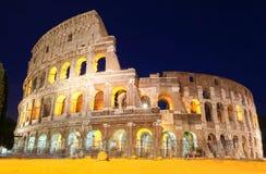 著名罗马斗兽场在晚上,罗马,意大利 库存图片