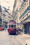 著名老电车在里斯本 免版税库存图片