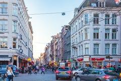著名荷兰购物街道Damstraat在阿姆斯特丹,网 免版税库存照片