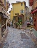 著名街道咖啡馆Gavroche在老镇戛纳 免版税库存照片