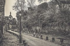 ??/?? 著名街道的看法,云香de l'Abreuvoir,已知为它迷人和历史的建筑学,在Montmartr 免版税库存图片