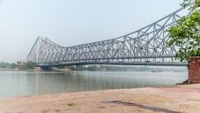 著名豪拉桥梁,连接加尔各答和豪拉姊妹城市在一个海岸线晴朗的早晨,加尔各答,西孟加拉邦 免版税库存图片