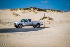 著名越野福特车在南帕德雷岛,得克萨斯 库存图片