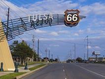 著名路线66门在土尔沙俄克拉何马-土尔沙-俄克拉何马- 2017年10月17日 库存图片