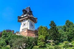 著名钟塔(Uhrturm)在格拉茨,奥地利 免版税库存图片