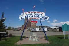 著名阿拉斯加高速公路标志 库存照片