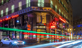 著名餐馆美国梦在晚上,巴黎,法国 库存照片