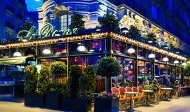 著名餐馆Le Dome在晚上,巴黎,法国 免版税库存图片