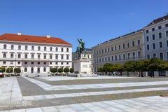 著名马克西门科雕象在慕尼黑 免版税库存照片