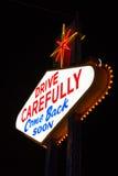 著名离开的拉斯维加斯标志在晚上 库存照片