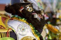 著名` negritos `,舞蹈家在跳舞在节日的黑羊毛面具穿戴了尊敬Virgen del罗萨里奥 免版税库存照片