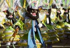 著名` negritos `,舞蹈家在跳舞在节日的黑羊毛面具穿戴了尊敬Virgen del罗萨里奥 库存图片