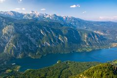 著名Bohinj湖的激动人心的景色从福格尔山的 特里格拉夫峰国家公园,朱利安阿尔卑斯山,斯洛文尼亚 库存照片