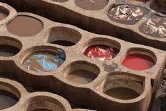 著名Chouara皮革厂在菲斯麦地那  皮革皮革厂追溯到11世纪广告 麦地那是最旧的w 免版税库存照片