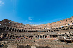著名colosseum在明亮的夏日 库存照片
