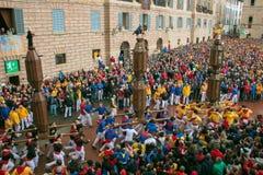 著名corsa dei采里奇在古比奥大广场Sant `的乌巴尼 免版税库存图片