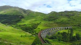 著名Glenfinnan高架桥在苏格兰高地-一个普遍的地标 影视素材