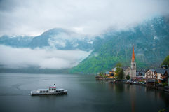 著名Hallstatt山村风景图片明信片视图有Hallstaetter的在奥地利阿尔卑斯, Salzkammer的区域看见 免版税图库摄影