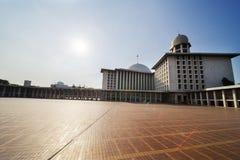 著名Istiqlal清真寺在雅加达市 库存图片