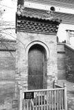 著名jianfusi寺庙的古老石片剂在冬天,黑白图象 库存图片