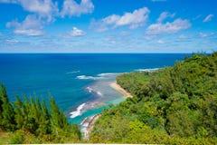 著名Kee海滩的看法在考艾岛,夏威夷 免版税库存图片