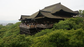 著名Kiyomizu寺庙的主要霍尔在京都,日本 库存照片