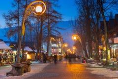著名Krupowki街道在冬时的扎科帕内 库存照片