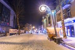 著名Krupowki街道在扎科帕内在冬天 免版税图库摄影