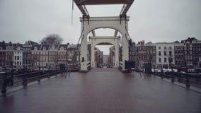 著名Magere Brug或皮包骨头的桥梁在阿姆斯特丹,荷兰 股票视频