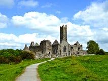著名Quin修道院在爱尔兰 库存照片