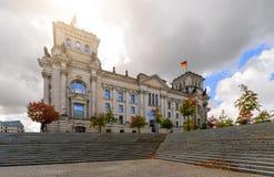 著名Reichstag大厦天foto在柏林 免版税库存图片