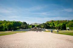 著名Schoenbrunn宫殿看法在维也纳,奥地利 免版税图库摄影