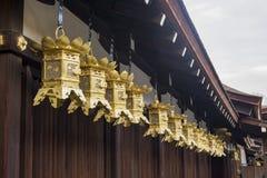 著名Shimogamo Jinja的金响铃 免版税库存照片