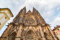 著名St Vitus大教堂布拉格,捷克 平衡晴朗 图库摄影