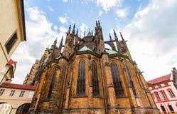著名St Vitus大教堂布拉格,捷克 平衡晴朗 免版税库存照片