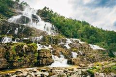 著名Tvindefossen瀑布在挪威 库存图片