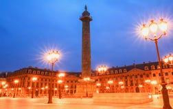 著名Vendome专栏在晚上,巴黎,法国 库存照片