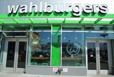 著名Wahlburgers餐馆被开设在科尼岛 库存照片