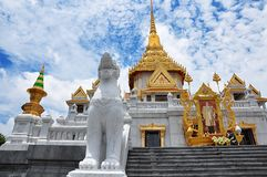 著名Wat Traimit,佛教寺庙 库存图片