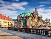 著名Zwinger宫殿& x28早晨视图; Der Dresdner Zwinger& x29;艺术 免版税库存照片