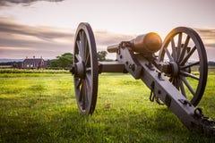 葛底斯堡大炮和谷仓日落的 免版税库存图片