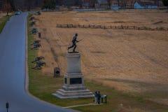 葛底斯堡,美国- 2018年4月, 18日:内战战士雕象剪影葛底斯堡国民战场的 库存图片