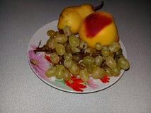 葡萄、桃子和梨 免版税库存照片