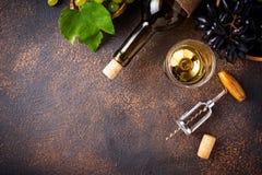 葡萄、酒和葡萄酒拔塞螺旋 库存图片