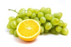 葡萄和桔子 库存图片